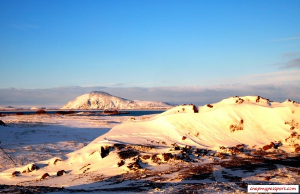 Iceland top attractions  myvatn lake winter geysir bread